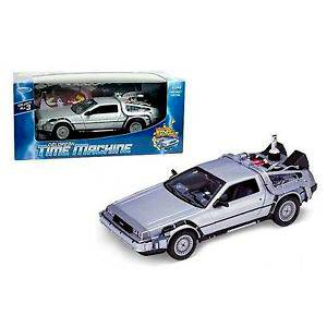 WE-22441SILVER AUTO DELOREAN BACK TO THE FUTURE II REPLICA DEL AUTO DE LA PELÍCULA VOLVER AL FUTURO II ESCALA 1:24 WELLY DIECAST MINIATURA CASANOVA SCALE MACHINES